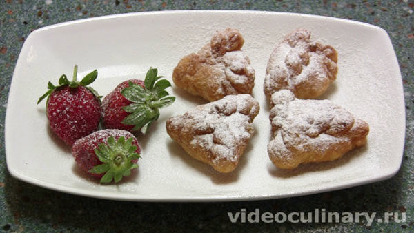 Пирожки с творогом из слоёного теста жаренные во фритюре