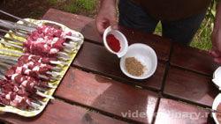 shashlyk-iz-baranej-pecheni-zhigar-kebab_2