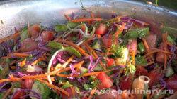 salat-raznotsvetnyj-iz-svezhih-ovoshhej_2