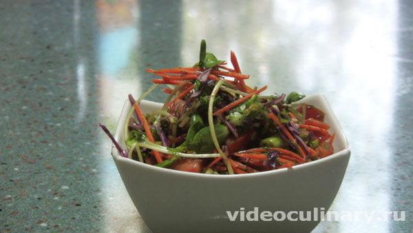 Салат разноцветный из свежих овощей