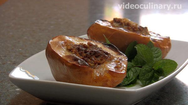 Айва, фаршированная орехами с мёдом запечённая в духовке