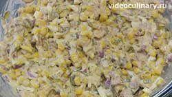 salat-iz-kukuruzy-s-tuntsom_4