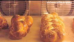 domashnij-sdobnyj-hleb-hala_9