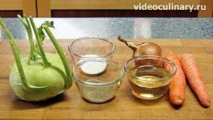 Ингредиенты Салат из кольраби с морковкой с жареным луком