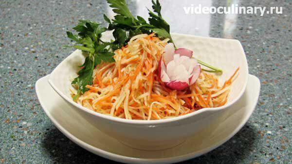 Салат из кольраби с морковкой с жареным луком