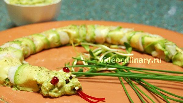Салат Змея из авокадо