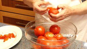 dva-sposoba-ochistki-pomidorov-ot-kozhitsy_5