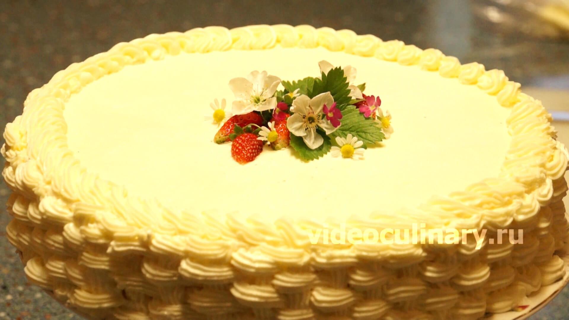 Украшение торта — плетеная корзинка из крема