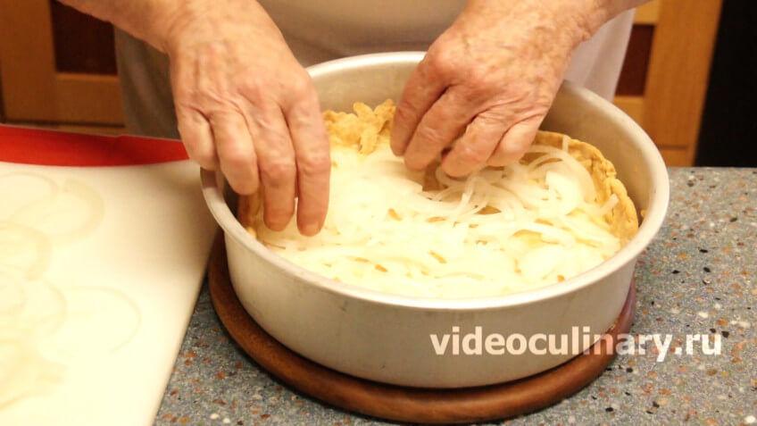 Рецепт лукового пирога из песочного теста