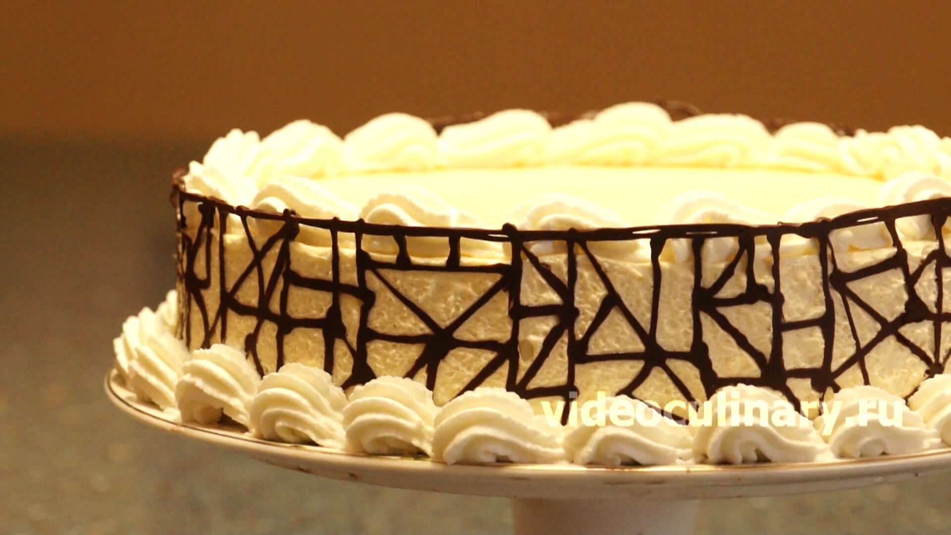 Украшение торта шоколадным орнаментом