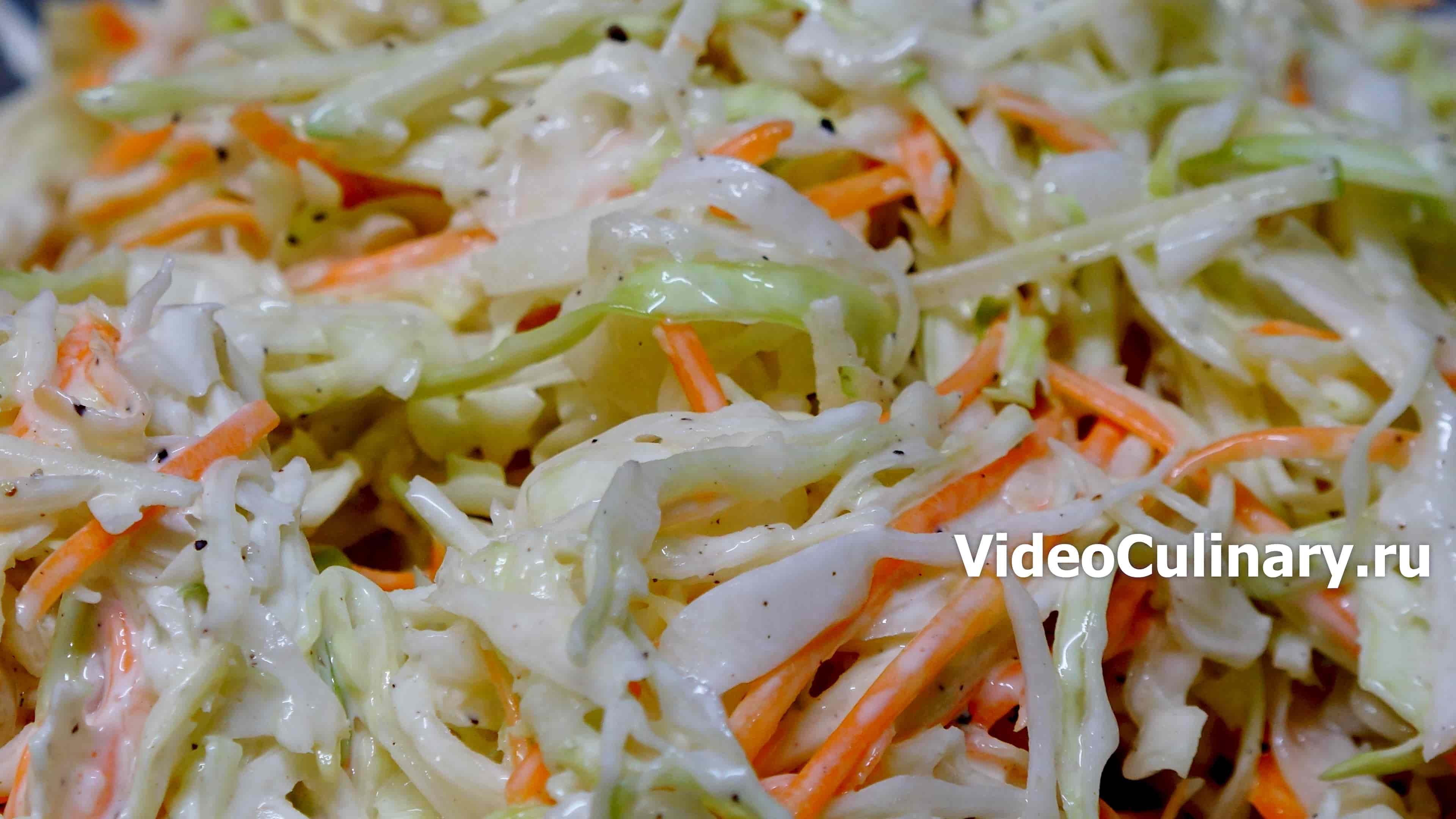 Капустный салат с кислым яблоком